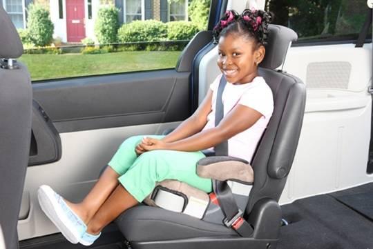 O booster ou assento de elevação é indicado para crianças maiores para que elas possam usar o cinto de segurança corretamente.